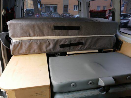 Umgeklappte 2er Sitzbank im T5 Caravelle
