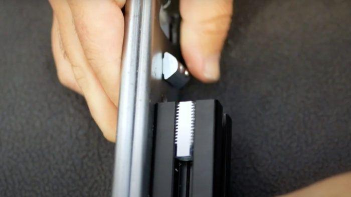 Die Draufschiebe-Technik - die Nutensteine sind locker und lassen sich einfädeln